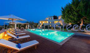 Spetses, zu verkaufen, grosses Grundstück mit 3 Luxusvillen