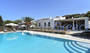 Prestigious villa for sale in Paros near Naoussa