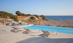 Superb waterfront villa for sale in Paros, in Lolandonis