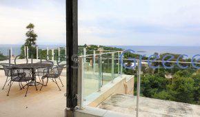 Top floor apartment for sale in the prestigious area of Kavouri