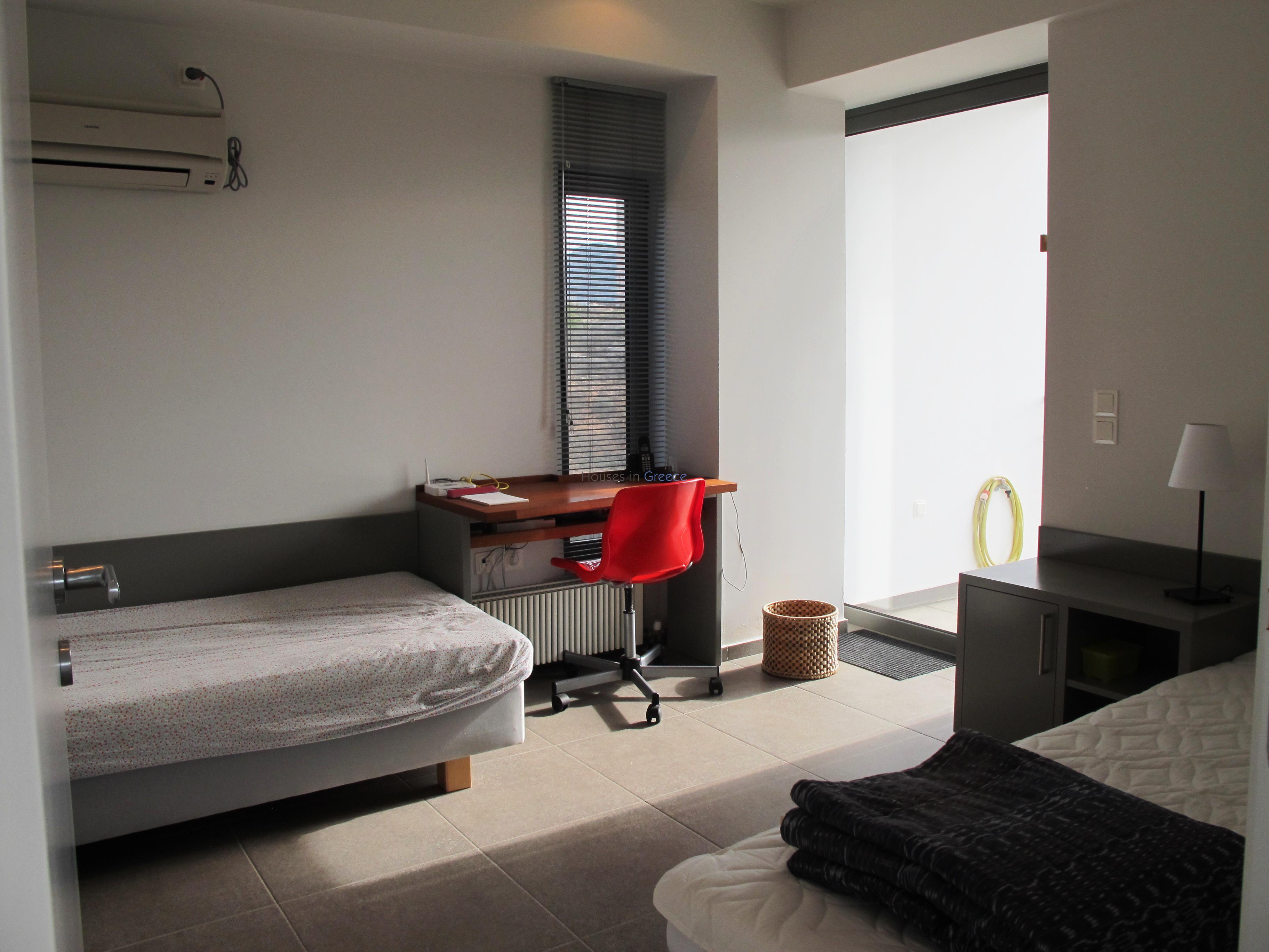 Villa d 39 architecte vendre egine houses in greece for Chambre a air 312 x 52 250