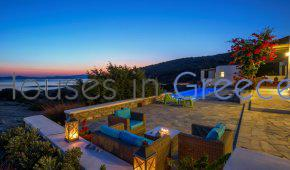 Villa in Paros overlooking the Farangas bay