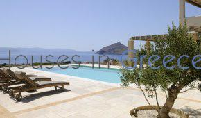 Υsterni villa for sale in Paros
