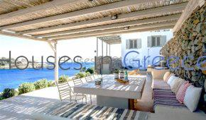 Beachfront villa in Kythnos for sale