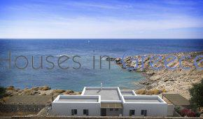 Sea side villa in Kythnos for sale
