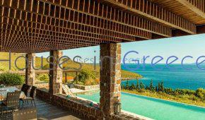 Impressive villa for sale on Aegina