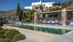Paros : Elegant villa for sale
