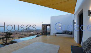 Paros: Luxury villa for sale