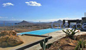 Paros: Superb villa for sale