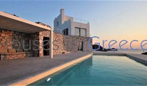 Syros: luxury villa for sale near the sea with private pool