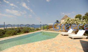 Kea: Villa for sale with pool in Koundouros