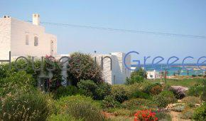 Paros: Traditional villa for sale next to the see and Naoussa