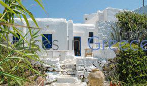 Sikinos, 18th century captain´s villa for sale