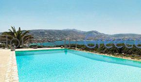 House for sale in Paros 50m from the beach