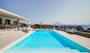 Villa for sale in Paros next to a sandy beach