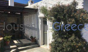 Lovely country house with sea view in Kea