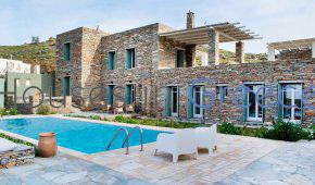 Lovely stone villa on the sea