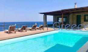 Beautiful modern villa in Kea with direct access to the sea!