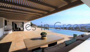 Prestigious villa for sale in Paros-Kolimbithres